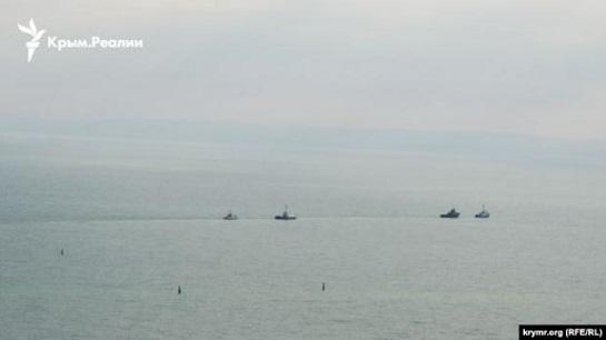 Захоплені росіянами українські катери і буксир повертаються в Одесу