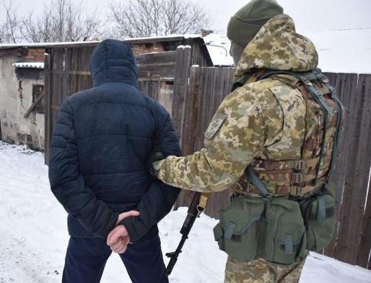 """На Донеччині прикордонники затримали бойовика, який охороняв збитого російською ракетою малайзійського """"Боїнга"""""""