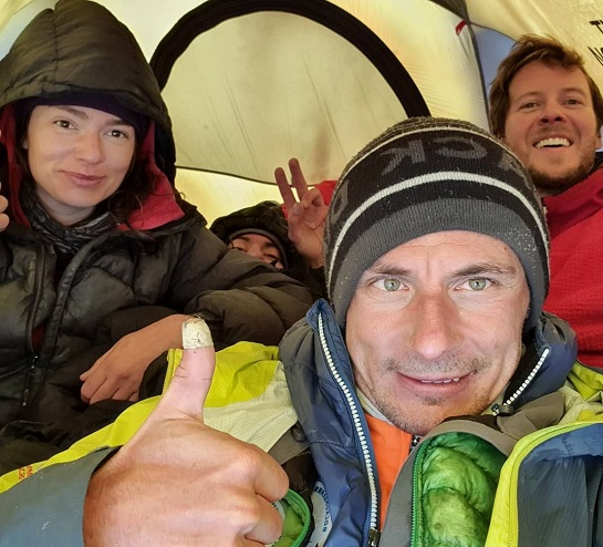 Український альпініст встановив неймовірний рекорд – проплив у каяку в озері кратера вулкана на висоті 6377 метрів над рівнем моря