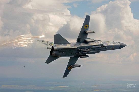 Літаки-розвідники і бомбардувальники тактичної авіації відпрацювали нанесення повітряного удару попри складні погодні умови