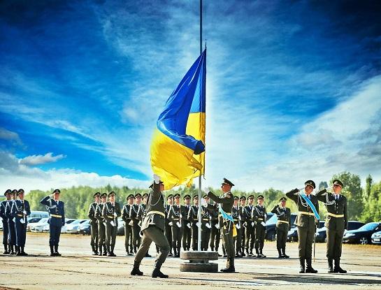 Жодним іншим органам влади українці не довіряють так, як довіряють армії