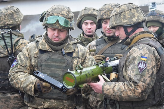 Вогнеметники парашутно-десантних підрозділів, що пройшли бої на Донбасі, демонструють чудову підготовку