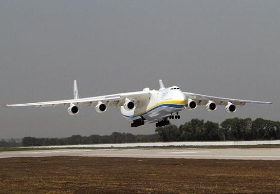 """Під Києвом після завершення модернізації проводять випробувальні польоти українського літака """"Мрія"""" – найбільшого і найпотужнішого у світі"""