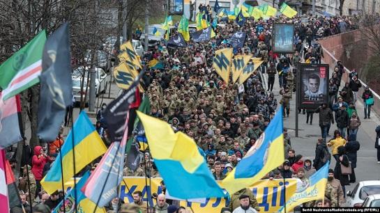 """Багатотисячний Марш добровольців у Києві пройшов під гаслом """"Ні капітуляції!"""""""