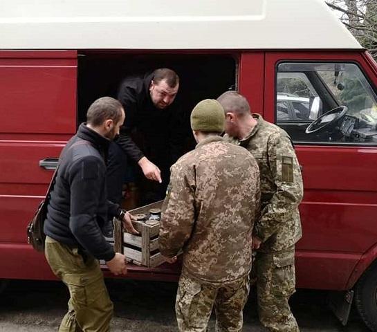 Волонтери Черкащини продовжують допомагати військовим у зоні ООС