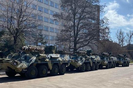 Із заводу в Харкові до 92-ї бригади у зоні ООС вирушила чергова партія новеньких бронетранспортерів