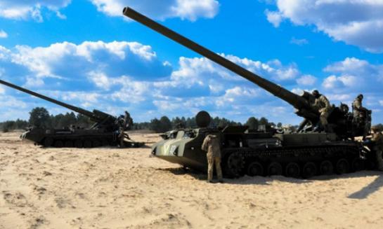 """Артилеристи ЗСУ відпрацьовують нанесення ударів з надпотужних """"Піонів"""""""