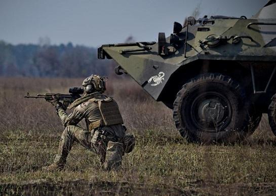 """Морські піхотинці """"розминають м'язи"""", готуючись нищити ворога"""