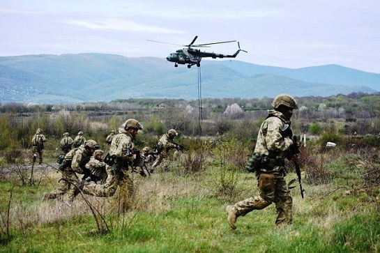 Поблизу Ужгорода тривають військові навчання Десантно-штурмових військ