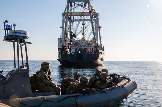 Морські піхотинці на швидкісних катерах відпрацювали штурм узбережжя, захопленого ворогом