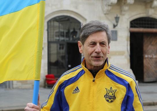 64-річний львів'янин тріумфально завершив майже 750-кілометровий пробіг на честь 30-річчя українського прапора над ратушею…