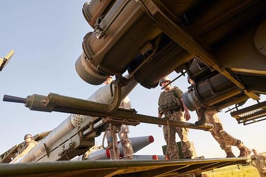 """Війська ЗСУ оснащені новітніми ракетними системами залпового вогню """"Вільха"""" на місяць раніше від графіку"""