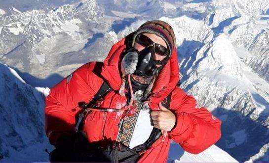 Українець у вишиванці підкорив Еверест