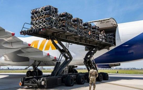 Разом – проти новітніх окупантів: американські союзники відправляють Україні ракети для протитанкових комплексів Javelin