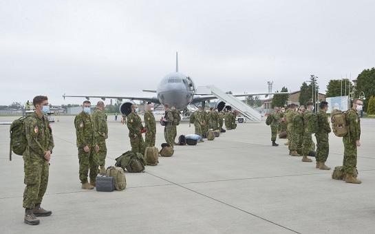 До України прибули 90 військових інструкторів з Канади