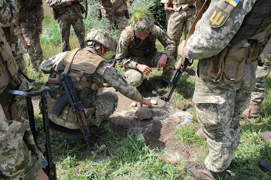 Майбутні офіцери розвідки і спецпризначення демонстрували бойові навички на Одещині