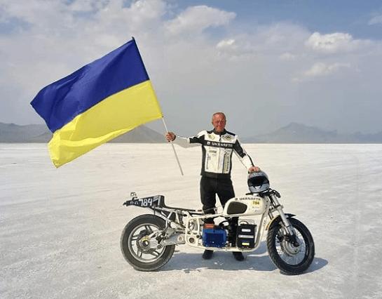 У День Конституції киянин на найшвидшому у світі електробайку перетне всю Україну зі сходу до заходу за одну добу
