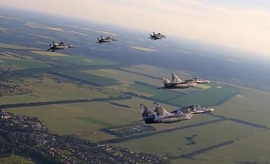 """Винищувачі командування """"Центр"""" провели бойові льотно-тактичні навчання"""