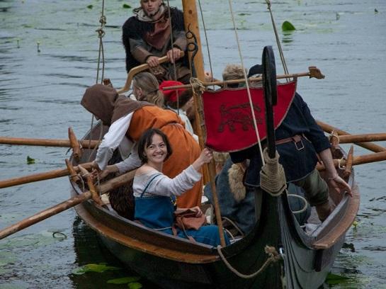 На озері Басів Кут у Рівному відбувся Фестиваль прадавніх човнів