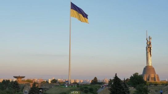 У Києві підняли найбільший прапор України