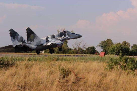 Українські бойові літаки тренуються використовувати автотрасу у якості злітно-посадкової смуги