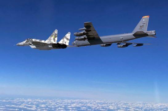 Американські стратегічні бомбардувальники знову вирушили у спільне патрулювання з українськими винищувачами