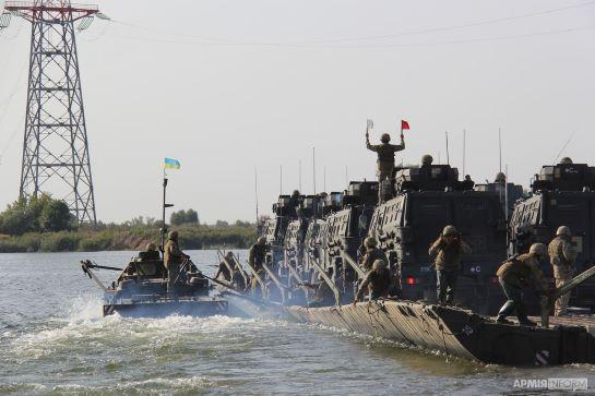 Українські і британські десантники форсували Дніпро, тренуючись разом нищити ворога за водною перешкодою…