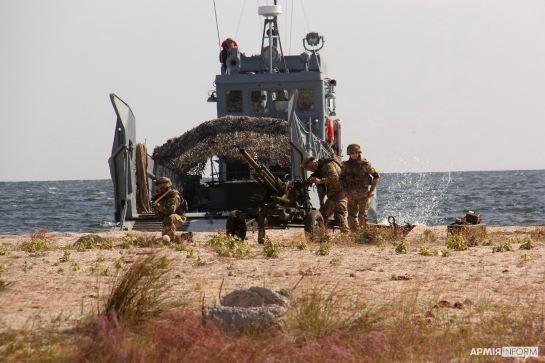"""Тактична група ВМС ЗСУ після переходу Чорним морем """"зачистила"""" узбережжя від умовного противника"""
