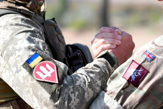 Зачистити лісостеп і звільнити міста: українські і британські десантники відточують спільне ведення бою