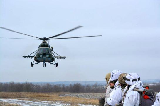 У зоні ООС десантники тренувалися у стрибках з парашутом