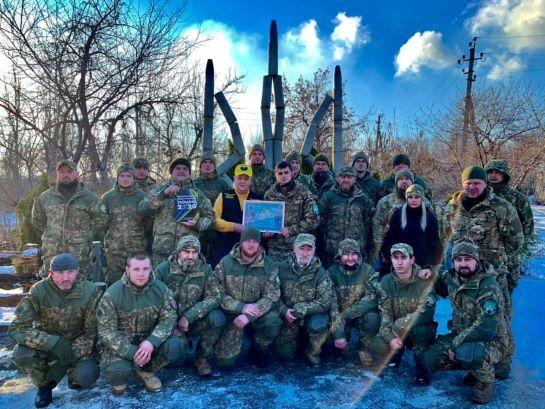 Добровольці-штурмовики створили на Донеччині рекордний тризуб із снарядних гільз