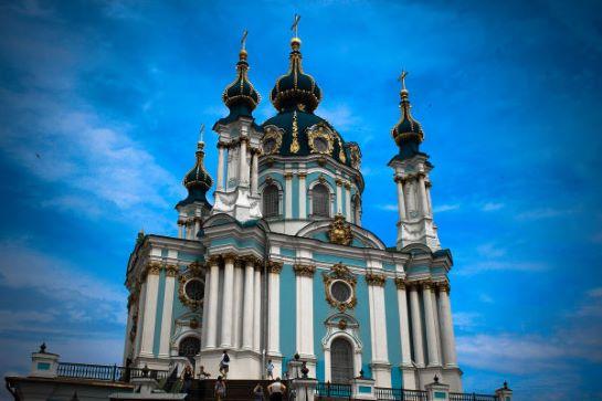 У щойно відкритій після реставрації Андріївській церкві Києва – урочиста Літургія за участі представника Вселенського Патріарха