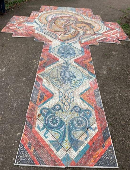 На Кам'янщині повернули із забуття унікальну патріотичну мозаїку, яку так і не зібрали 30 років тому…