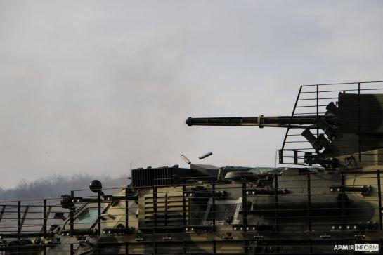 Бронетехніка у зоні ООС вправлялася у нанесенні вогневого удару