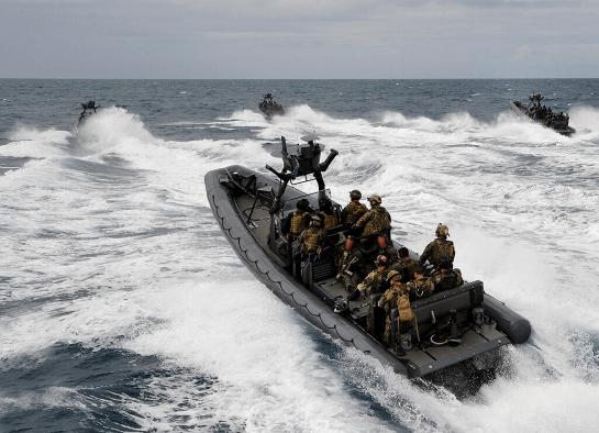 """США передали Україні 84 човни для ВМС і 20 броньованих """"Хамві"""" для Сухопутних військ"""