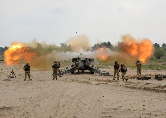 """Українські артилеристи ведуть вогонь з """"Гіацинтів"""" на міжнародних бойових навчаннях у Торуні"""