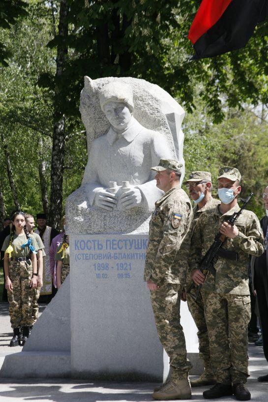 У рідному місті президента України відкрили пам'ятник Головному отаману Холодного Яру