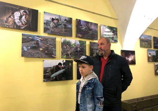 """В Умані на Черкащині відкрилася фотовиставка """"Восьмий рік війни"""""""