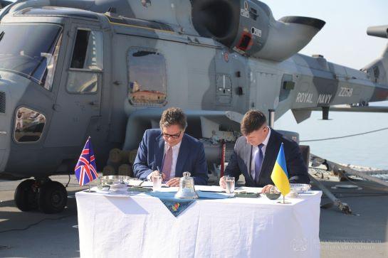 На борту британського есмінця в порту Одеси підписано Меморандум про морське партнерство України та Великобританії