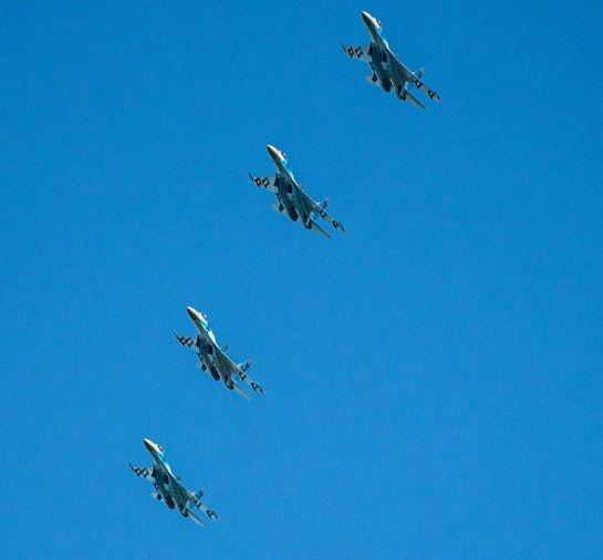 Льотчики-винищувачі відпрацювали нанесення масованого удару по наземних цілях